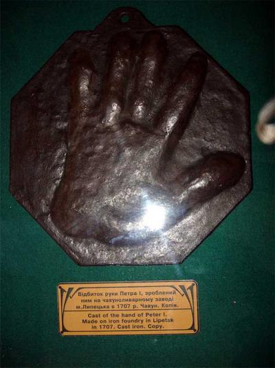 Отпечаток руки царя пробудет в Америке полгода. Фото из архива «КП».