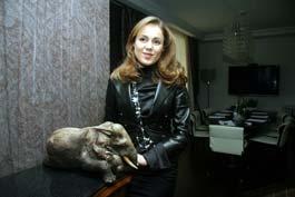 Королевская «дружит» со слонами.