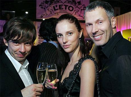 Мария Невская и Евгений Змиевец (справа). Фото: pic.to-dress.ru