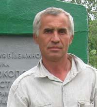 Анатолий Гаранжа - директор школы, в которой учился герой.