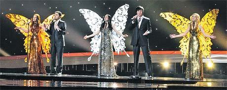 Белорусский коллектив «3+2». Девочки превращаются в бабочек.