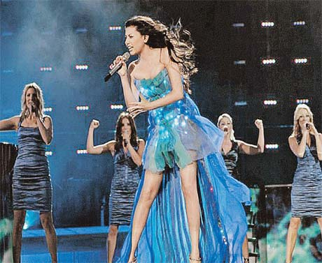 Певица из Азербайджана Сафура - самая пафосная.