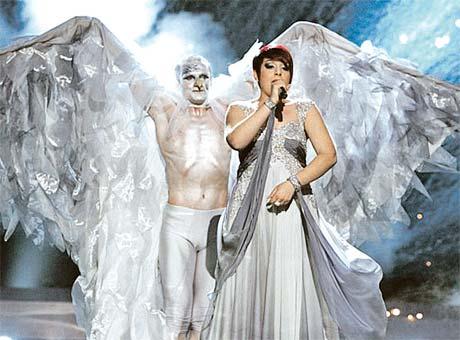 Певица из Мальты Теа Гарретт на дорогих дизайнеров не тратилась. Сама придумала сценический костюм.