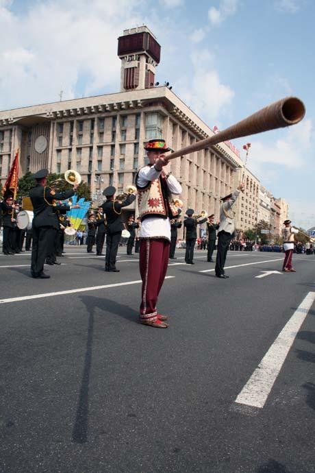 По традиции в гуляниях участвуют музыканты.