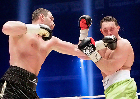 Кличко методично «обстреливал» ударами Сосновского на протяжении десяти раундов.