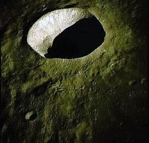 На этом снимке Луна вообще зеленая...