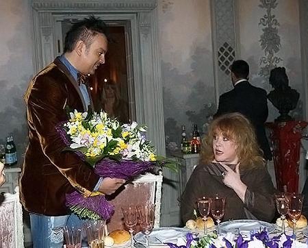 Филипп Киркоров и Борис Моисеев пообещал Кристине часть наследства. Алла Борисовна не без иронии заметила, что хотела бы увидеть это документально.