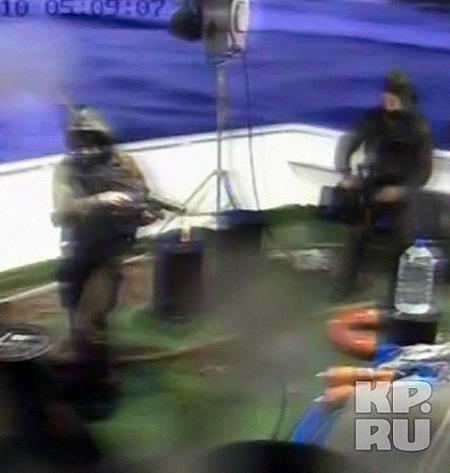 Момент нападения зафиксировали видеокамеры.