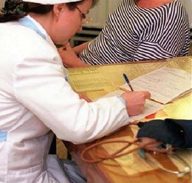 Получить законный больничный лист можно только в государственной больнице или поликлинике.