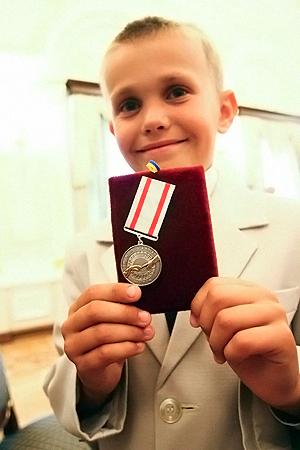 Андрюша Семенюк больше всего хотел собаку, а получил медаль.