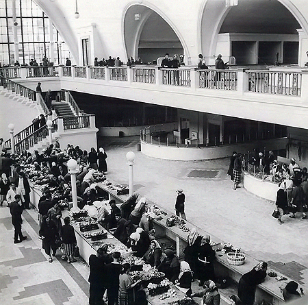 Так выглядел в конце 1950-х Сенной рынок, который тогда назывался «Колгоспним».