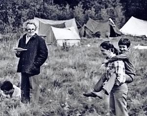 В походах дети часто проезжали на попутках по 1500 километров до места встречи.