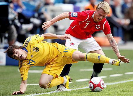 Евгений Коноплянка (№19) из «Днепра» за три матча выбился в лидеры сборной.