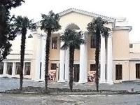 Фасад театра Чехова.