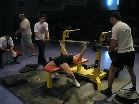 Потренировавшись всего несколько месяцев, четвероклассница при весе 46 кило выжала 50 кг.