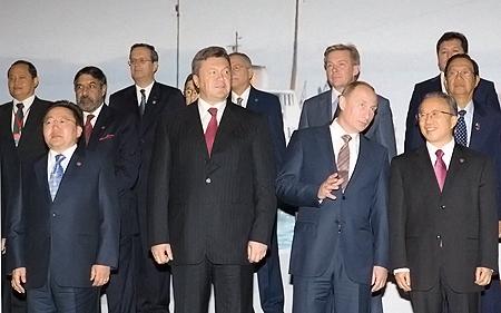 Немалую часть «азиатской» конференции Янукович провел бок-о-бок с Путиным.