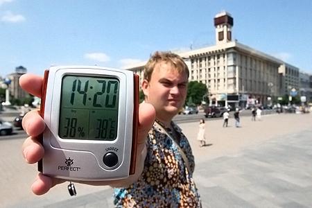 На Майдане вчера днем воздух разогрелся почти до 40 градусов.