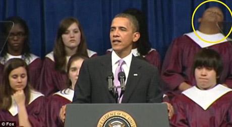 То ли голос у Обамы успокаивающий, то ли слова такие скучные... Фото: egomask.livejournal.com