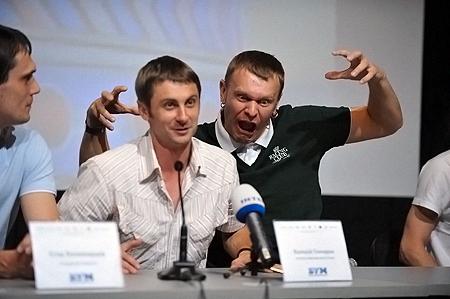 Положинский (справа) завидует лучшему капитану «БУМа» Валерию Гончарову.