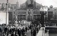 После демонстраций в центре Киева киевляне любили заглянуть на Бессарабский рынок.