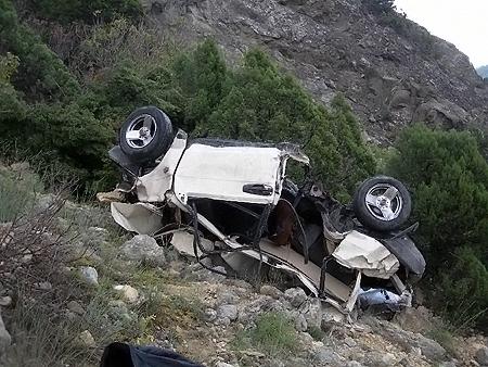 Машина упала на дно обрыва с 200-метровой высоты.