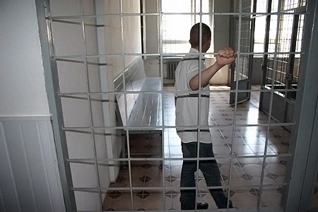 Сокамерник Игоря Индыло Владимир Б. показывать лицо отказался.