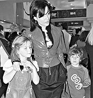 Дети Андрея и Тины остались с мамой, но часто видятся и с отцом.