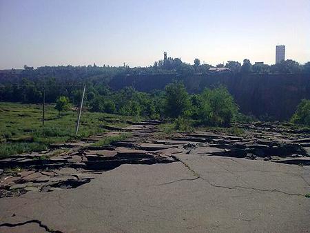 Под землю ушла территория площадью 16 гектаров (около 30 футбольных полей).