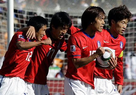 Несмотря на вчерашний разгром от Аргентины (1:4), Южная Корея пока смотрится интересно.