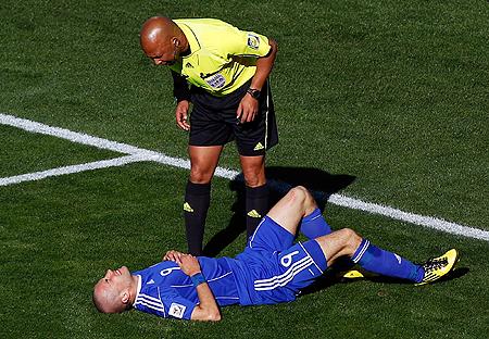 Арбитр Джером Деймон: - Какой футбол - такое и судейство.