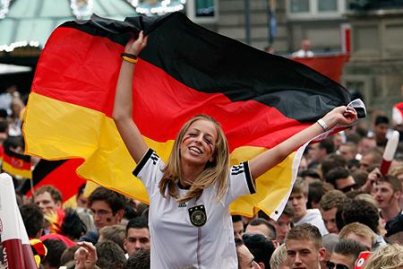 У болельщиков Германии есть повод для радости - их команда очень мощно начала турнир.