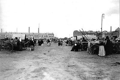 Площадь возовой торговли Озерного базара. 1913 г.