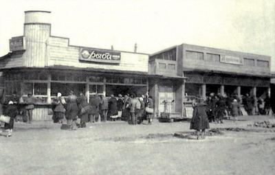 Новые павильоны по продаже рыбы и фруктов на Озерном базаре. 1936 г.