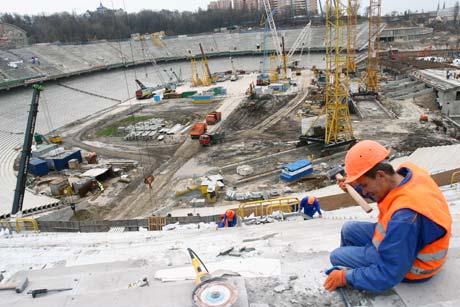 Строительство стадионов к Евро-2012 обещают закончить уже в следующем году.