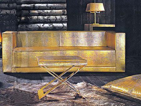 Золотой диван - главное украшение гостиной Киркорова