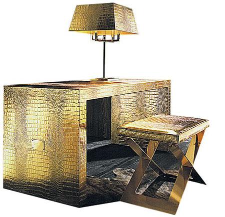 Добротный письменный стол поставят в рабочем кабинете