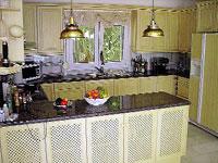 На отдыхе в Испании Леонтьев сам стоял у плиты в уютной кухне