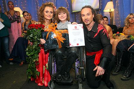 Джанго, Вика и Юля Скрипник с подарком* от «Комсомолки»