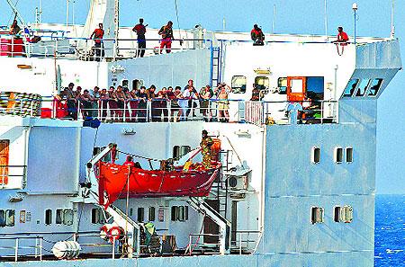 Самое свежее фото захваченного корабля: сказать точно, когда семнадцать украинцев окажутся на свободе, пока не может никто