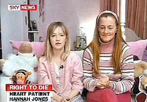 Ханна Джонс (на фото она вместе с мамой) вынуждена была бороться за право на смерть