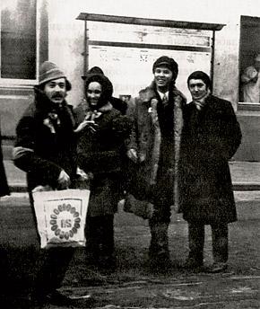 Александр Игманд (крайний слева) и Вячеслав Зайцев вместе работали в Доме моды на Кузнецком мосту.