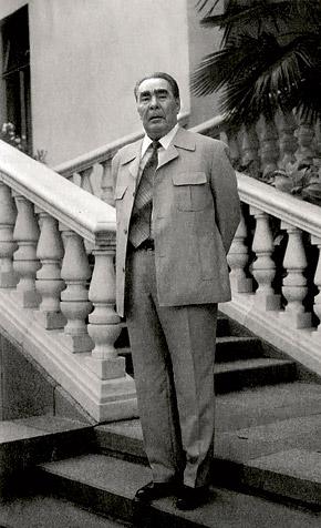 «Леониду Ильичу нравились строгие костюмы типа френча на три-четыре пуговицы».
