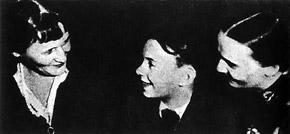 Маленький Леша с Анной Ахматовой и мамой Ниной Ольшевской.