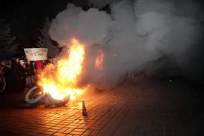 Пожар на пороге мэрии не повлиял на намерение городской власти оставить драконовские тарифы навсегда.