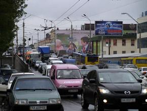 На Московском проспекте по тротуару пробку уже не объедешь.