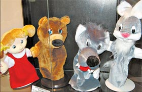 Психологи советуют водить детей на кукольные спектакли.