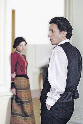 Образ Эраста Петровича в «Статском советнике» воплотил Олег Меньшиков. Будет ли актер играть его дальше - покажет время.