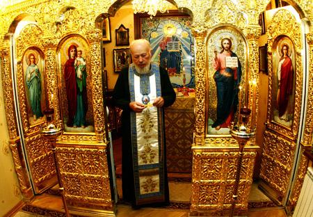 В резиденции есть свой Домовой храм Святителя Николая.