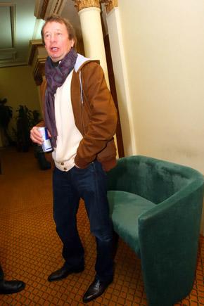 Юрий Семин перед сеансом заряжался энергетическими напитками.