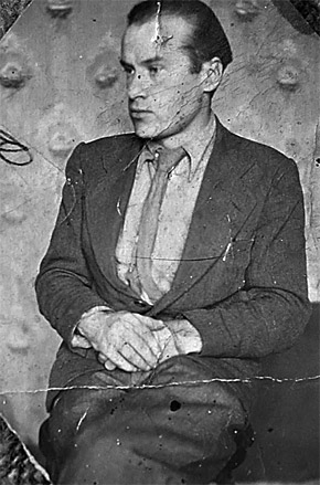 Николай Николаевич в общежитии в Москве (фото 1930 года).